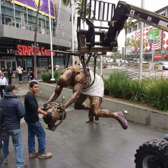 奧尼爾的銅像