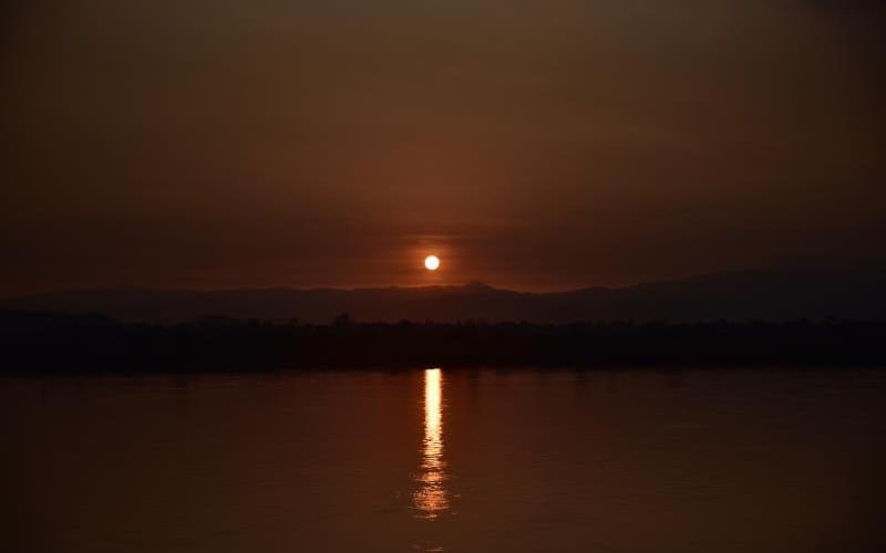伊洛瓦底江的落日