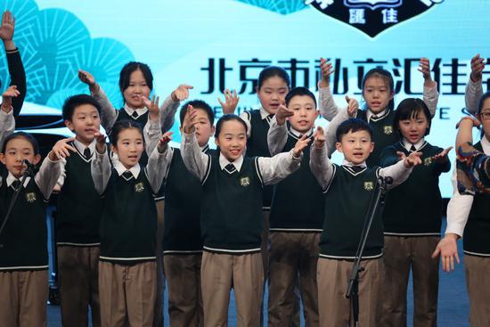 耶鲁混声清唱团开启中国校园巡演首站唱响汇佳校园