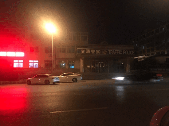 刘哲男母子赴交警部门指证