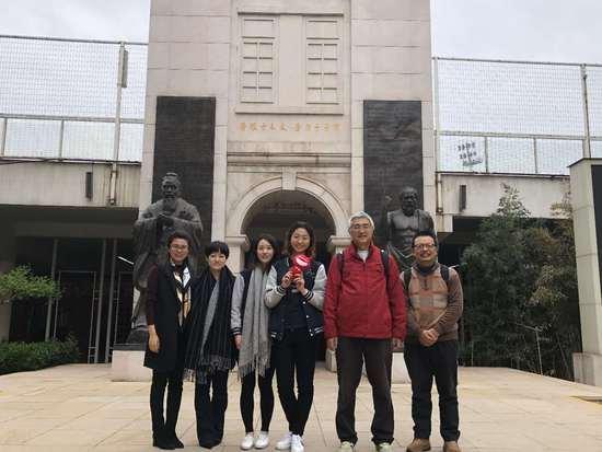 香港科技大学理学院副院长严民教授、 工学院余维川教授 以及两位在读的科大工同学
