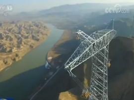 在白银这个地方世界最高电压输电线路成功跨越黄河!