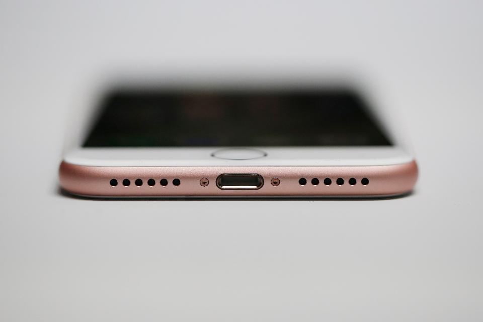 福布斯:iPhone巅峰已过?苹果的优势仅剩下iOS的照片