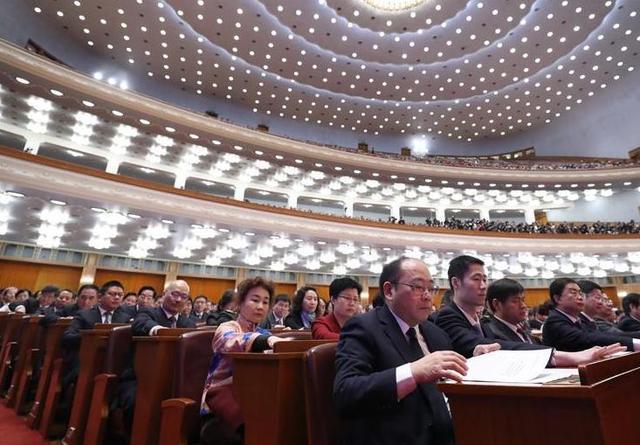 全国政协十三届一次会议举行闭幕会
