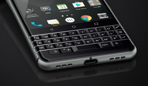 传统的直板全键盘机型 黑莓KeyOne正式发布的照片 - 1