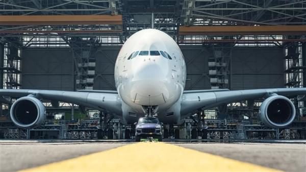 自重140倍 – 保时捷卡宴创世界新纪录拖出285吨空客A380的照片 - 6