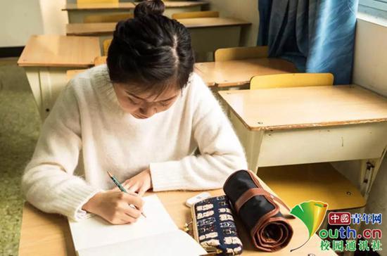 高校女生设解忧树洞:用绘画形式解答同学疑惑
