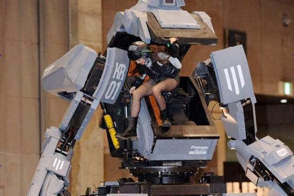 日本研制出可真人驾驶的机器人战士,卖1.2亿日元的照片 - 1