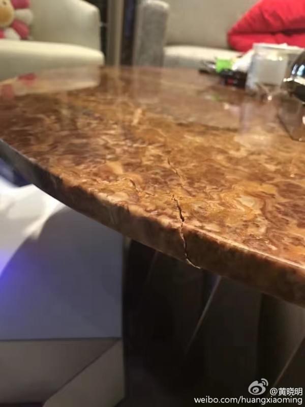 黄晓明全国第一个拿到PS VR 过于激动坐坏桌子的照片 - 3