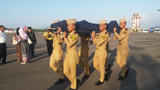 地震未逃离放飞最后一架飞机 印尼英雄空管殉职(图)