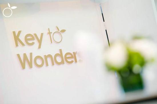Key to Wonders 时尚黑卡Ora颠覆传统首次亮相
