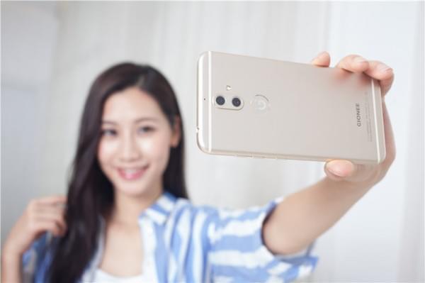 双摄柔光自拍很安全:金立S9正式发布 售价2499元的照片 - 7