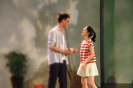 曹婧怡出演话剧《枣树》剧照