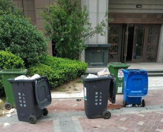 济南一垃圾桶旁现死婴 原是父母暂时将遗体放外面