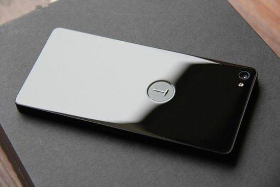 锤子科技困境:从乐视小米到华为并购传闻里折射手机圈现状的照片 - 2