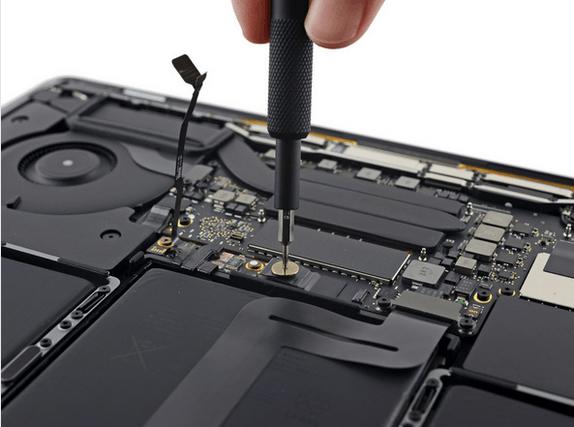 13英寸入门级新MacBook Pro拆解 很难修复的照片 - 12