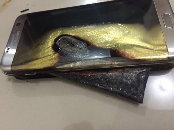 国外网友曝三星GS7 Edge充电爆炸:所用原装配件的照片 - 1