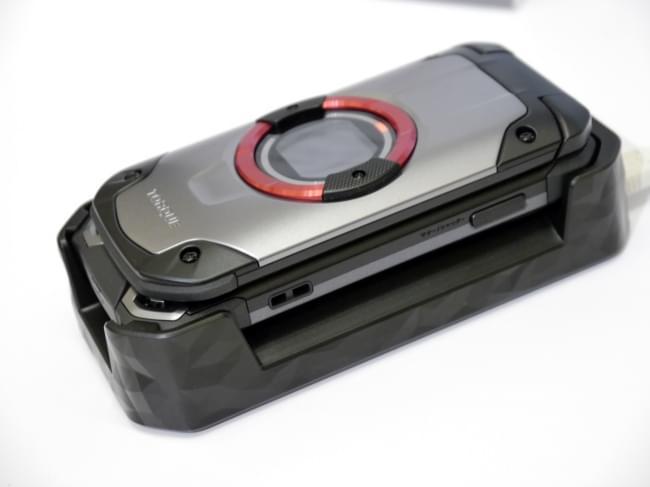 1.8米随你摔 京瓷推出最坚固的翻盖手机TORQUE X01的照片 - 13