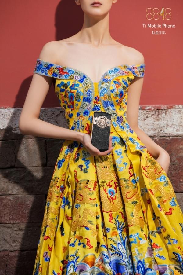 故宫推出贺岁版皇家奢华手机:售价19999元的照片 - 15