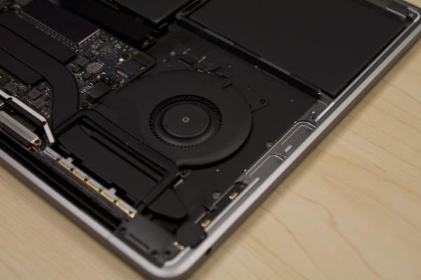 无Touch Bar版全新MacBook Pro拆解:SSD可更换的照片 - 4