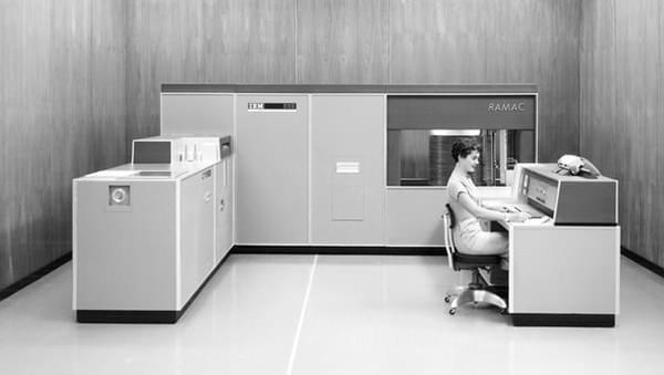 世界第一块硬盘 IBM大佬走过47年辉煌历史的照片 - 5