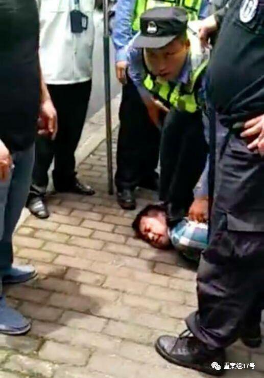 ▲嫌疑人被當場抓獲。視頻截圖