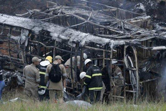 巴西一货车与巴士相撞 至少21人死亡30人受伤