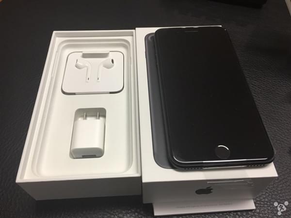 首批iPhone 7到货开箱图:玫瑰金和黑色成为主流的照片 - 9