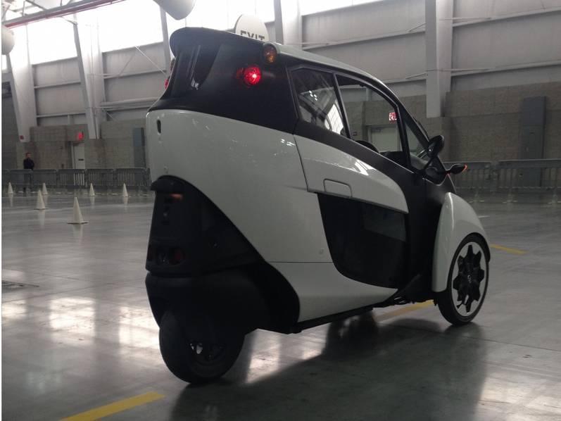 试驾丰田i-Road电动汽车:重量只有300KG的照片 - 13