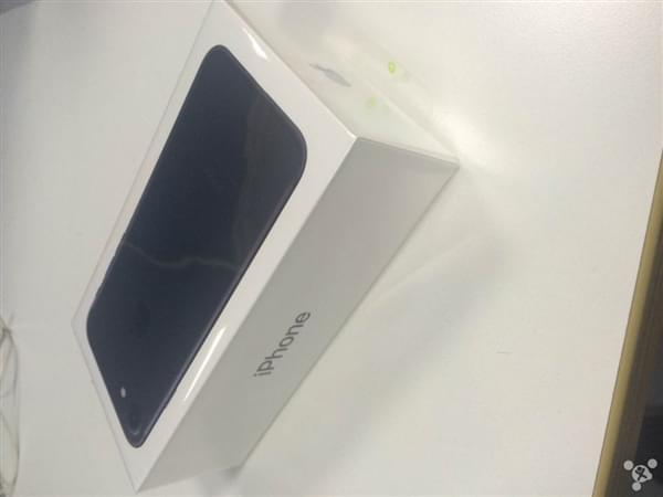 首批iPhone 7到货开箱图:玫瑰金和黑色成为主流的照片 - 12