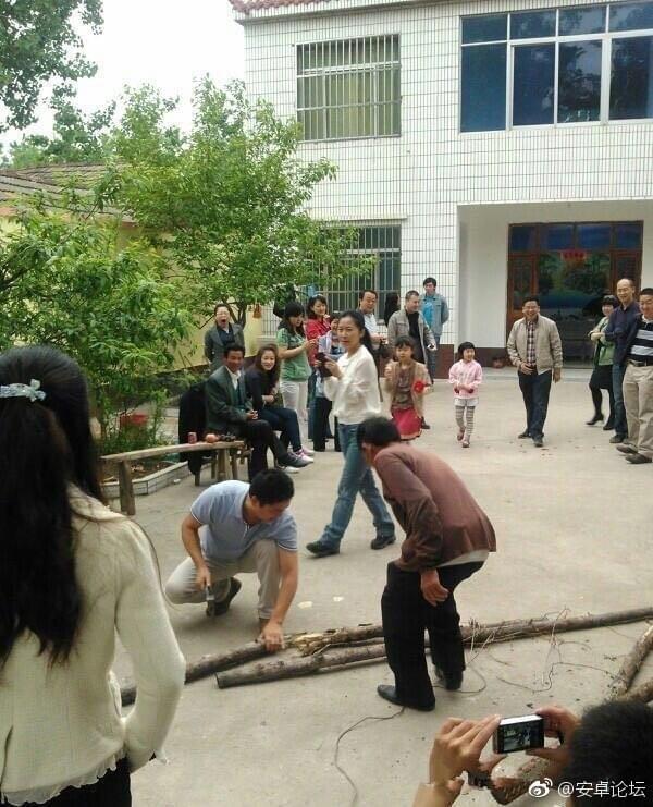 这样的刘强东你绝对没见过 砍柴拉车烧饭样样精通的照片 - 2