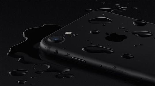 iPhone 7到底多防水?实测能在水中呆1小时的照片