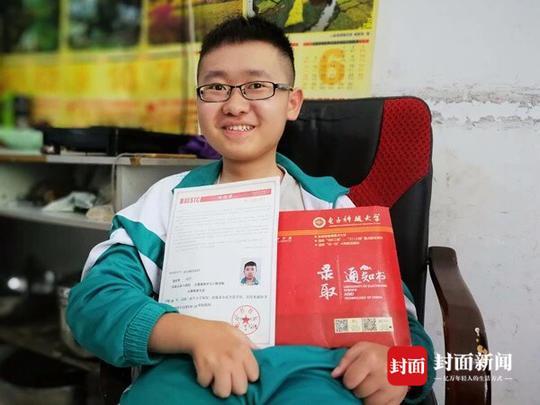 轮椅少年考入电子科大 读书是唯一的出路!