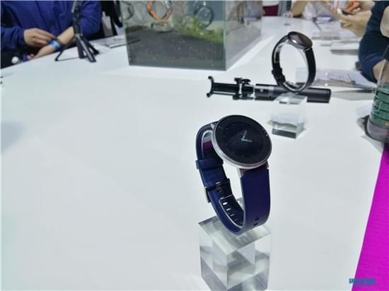 续航持久还防水 荣耀发布首款智能手表S1的照片 - 2