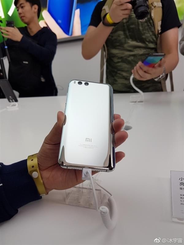 小米6亮银版真机:能当镜子照的照片 - 6