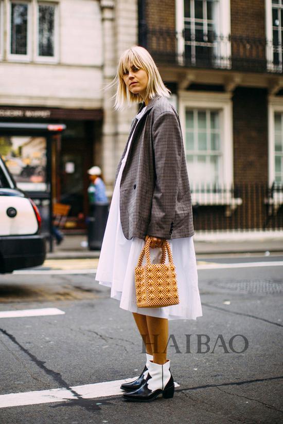 时尚博主Linda Tol 2019春夏伦敦时装周秀场外街拍