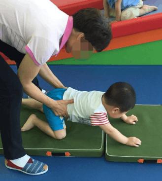 """""""微海联合""""资助昕悦飞扬孤独症儿童康复训练"""