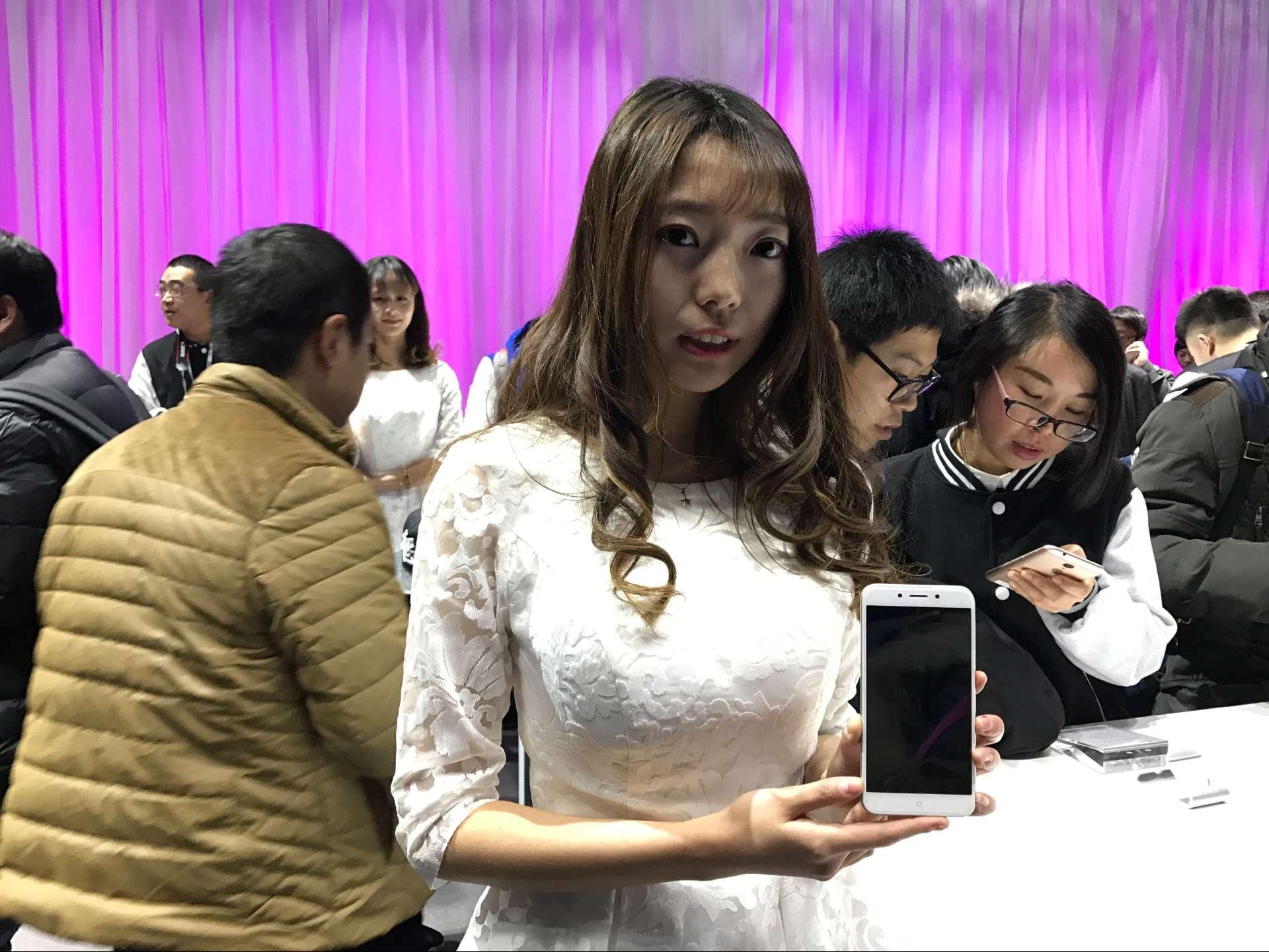千元机外观也讲究:360手机N5现场上手图赏的照片 - 3