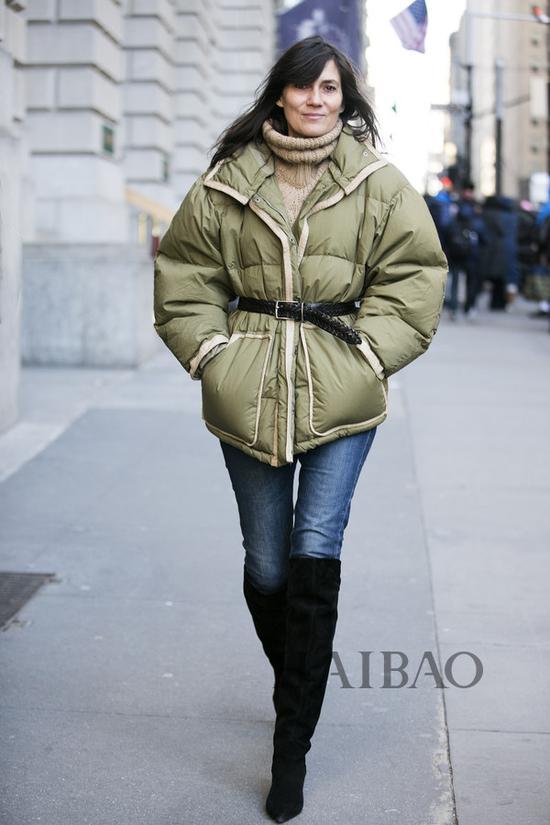 型人街拍演绎冬季最保暖羽绒服造型