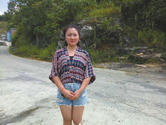 寒门女孩成村里第一个大学生:午饭喝井水充饥