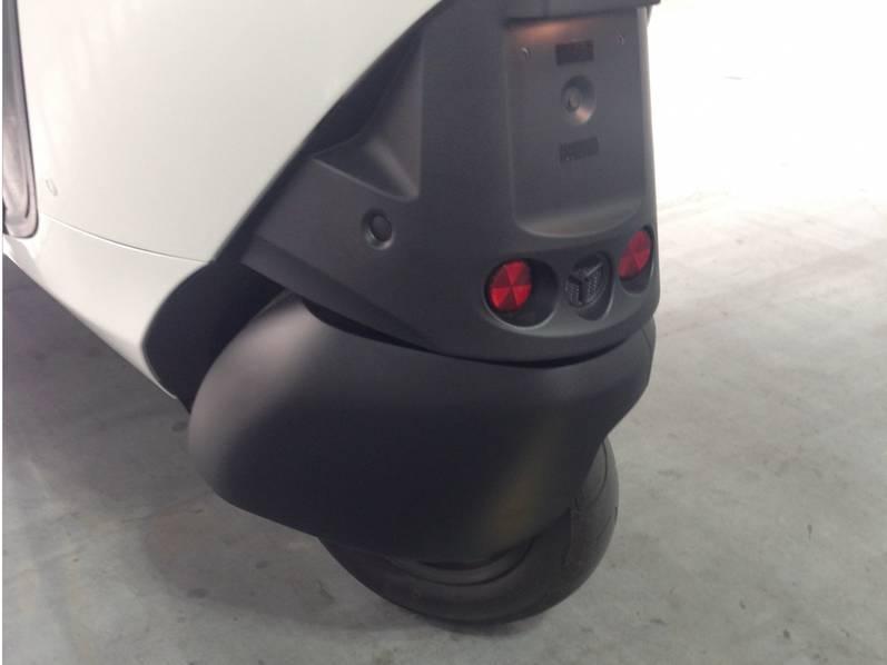 试驾丰田i-Road电动汽车:重量只有300KG的照片 - 14
