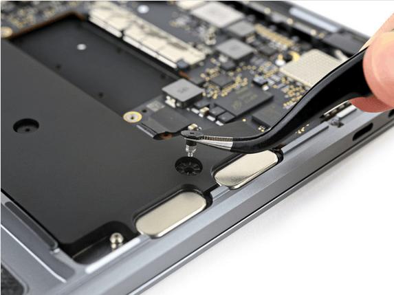 13英寸入门级新MacBook Pro拆解 很难修复的照片 - 28