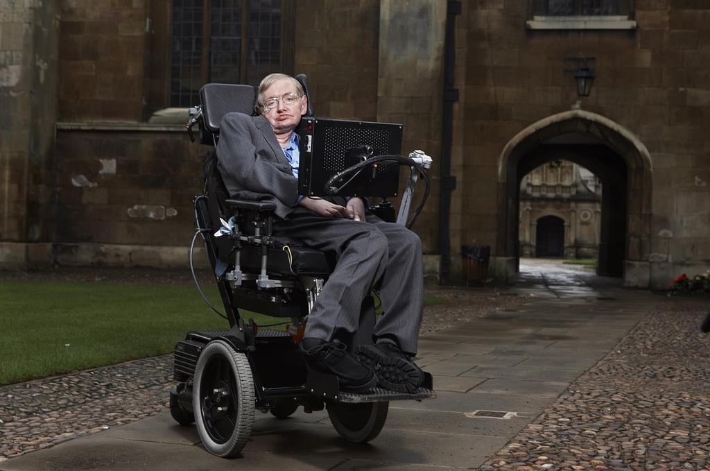 为了让霍金说上话,他的轮椅被装上了多少黑科技?的照片 - 1