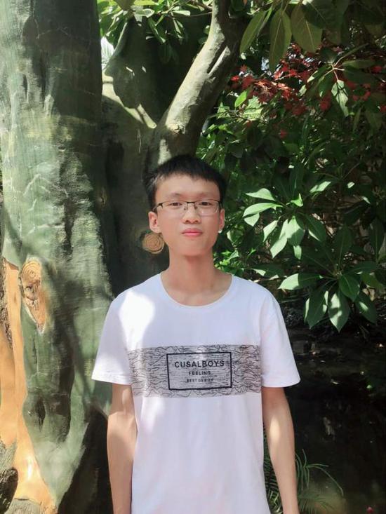 广西709分高考生:上了三年直播班 高三戒手机