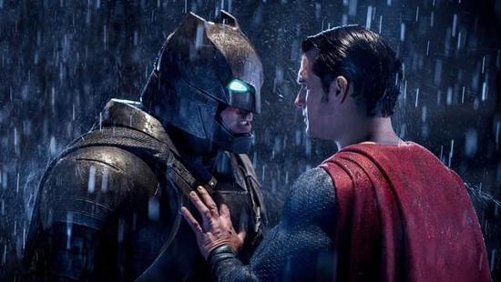 超人晒出新战袍!正义联盟将穿黑衣登场