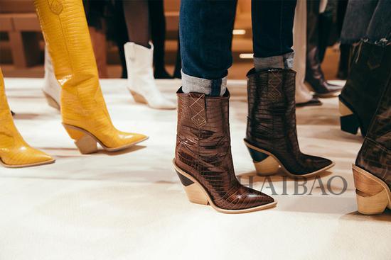 芬迪 (Fendi) 全新Cutwalk系列牛仔短靴