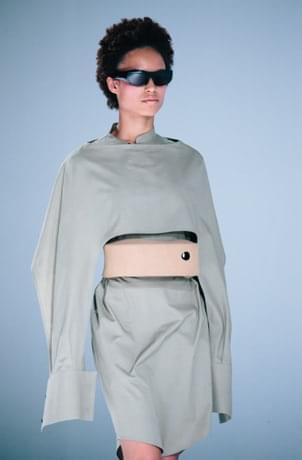 英特尔在巴黎时装周发布可用于测量压力的智能眼镜和皮带的照片 - 5