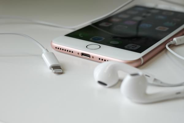 苹果的一线曙光:iPhone用户愿意为更多功能买单的照片