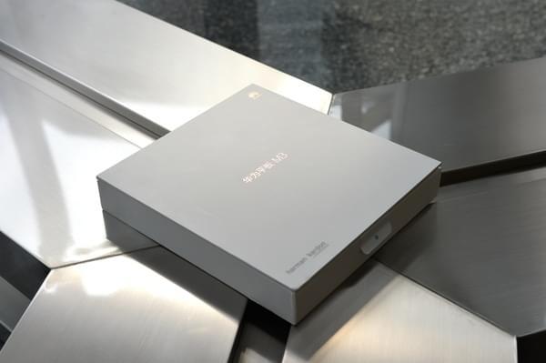 华为平板M3图赏:哈曼卡顿联合设计的影音便携设备的照片 - 1