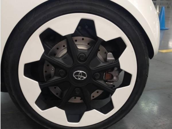 试驾丰田i-Road电动汽车:重量只有300KG的照片 - 11